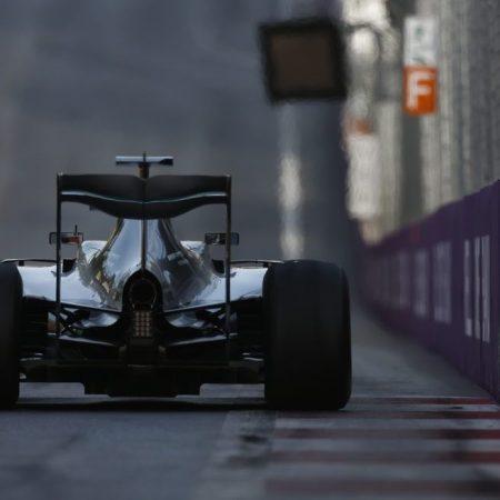 В «Mercedes» объяснили проблему на автомобиле Хэмилтона