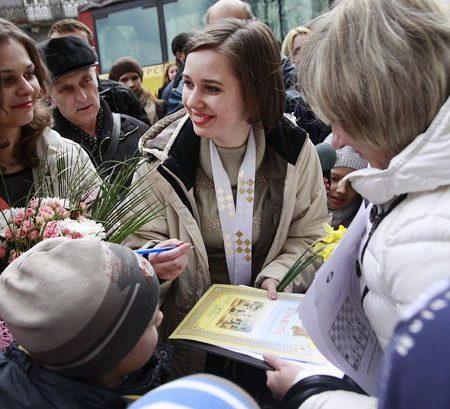 Львов встретил чемпионку мира по шахматам
