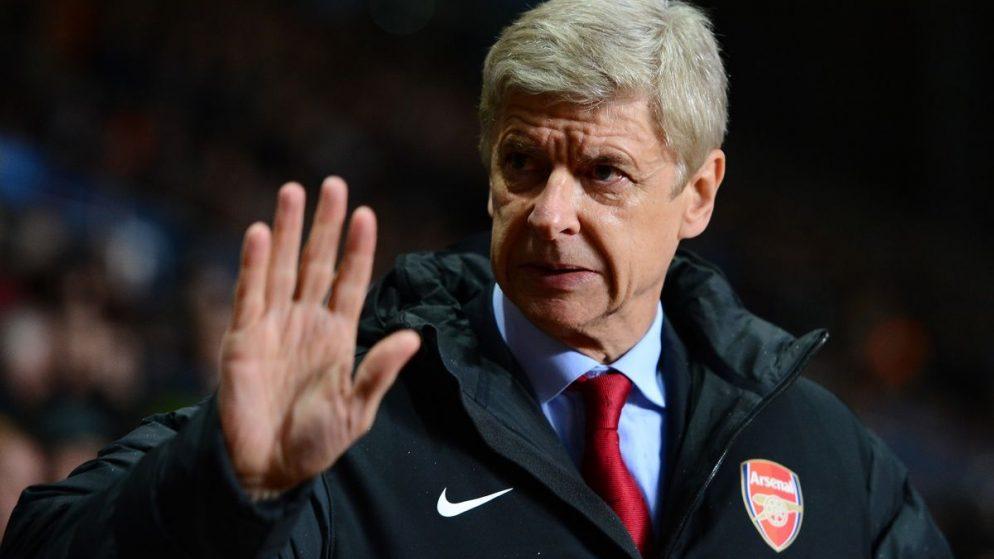На тренера «Арсенала» нагадили во время матча (ФОТО)